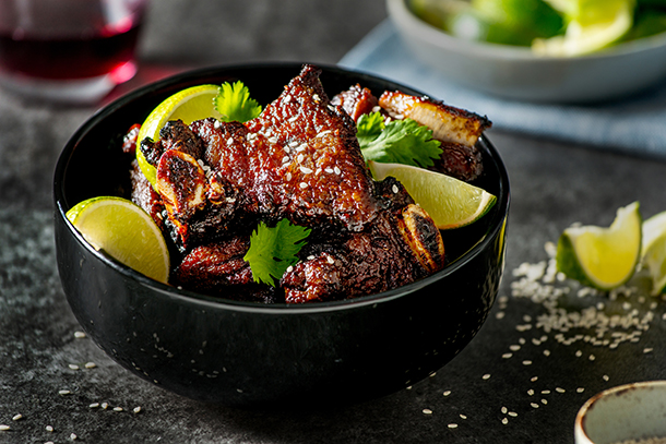Short Ribs with slices of lime